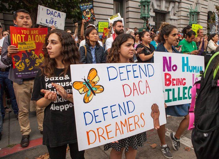 O DHS havia suspendido todas as novas aplicações para o DACA em julho (foto: Funcrunch.org)