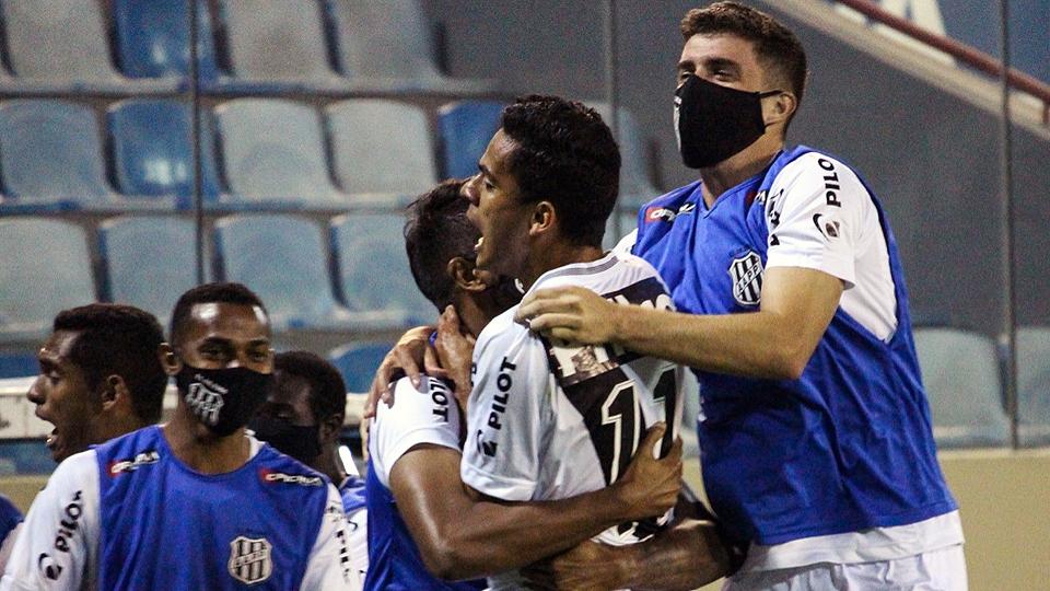 Ponte Preta também jogou fora de casa e levou a melhor com a vitória de 2 a 0 (Foto: PontePress/Luiz Guilherme Martins)