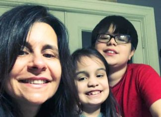 Com os dois filhos em idade escolar, Enivânia de Oliveira, que trabalha fora, diz não saber como lidar com a volta às aulas