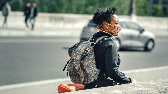 Connecticut passa a emitir multa de $100 para quem não usar máscara em locais públicos (Foto: Thomas de Luze on Unsplash)