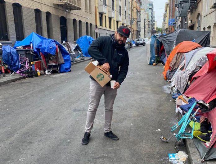 Em noite fria de São Francisco, Flávio Lima distribui alimento e café para moradores em situação de rua (Foto: Arquivo pessoal)