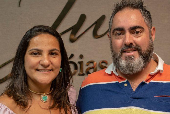 Juliana Nasciutti e o marido Roberto Nasciutti receberam clientes e amigos para a inauguração do showroom da Ju Jóias