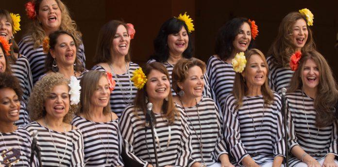 Grupo vocal reúne muheres do Brasil e de outros países para levar música às comunidades (foto: brazilianvoices)