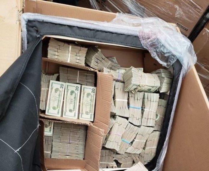 O dinheiro foi encontrado em um fundo falso do móvel (foto: CBP)