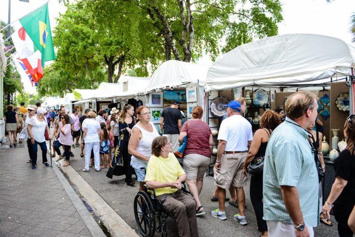 Festival atrai milhares de pessoas para o centro de Fort Lauderdale para um encontro com artistas, comidas típicas e shows (foto: reprodução Las Olas Art Fair, 2019)