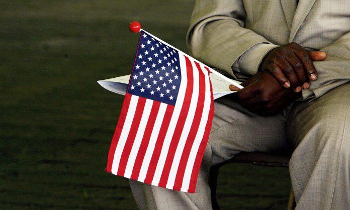 Os imigrantes estariam sendo forçado a assinar suas próprias ordens de deportação (foto: flickr)