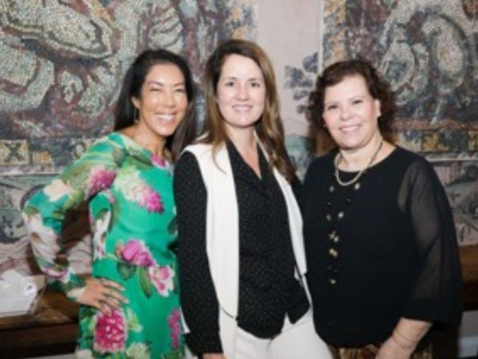 Viviane Spinelli (esq.) entre as embaixadoras do Festival, Liliana Kawase e Laura Fernandes (foto: cortesia)