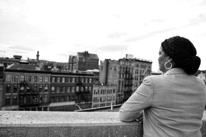 A deputada federal Jahana Hayes (R), foi vítima de insultos racista durante reunião virtual. Ela é a primeira deputada negra pelo estado de Connecticut (Foto: Arquivo pessoal)