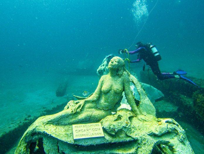 O que começou como um projeto para um casal se transformou em uma missão ambiental para dois artistas © Ron Nash / 1000 Mermaids Artificial Reef Project