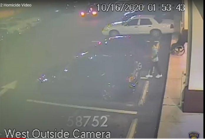 Imagens das câmeras de segurança capturaram agora irão ajudar a polícia a identificar os suspeitos (foto: reprodução)