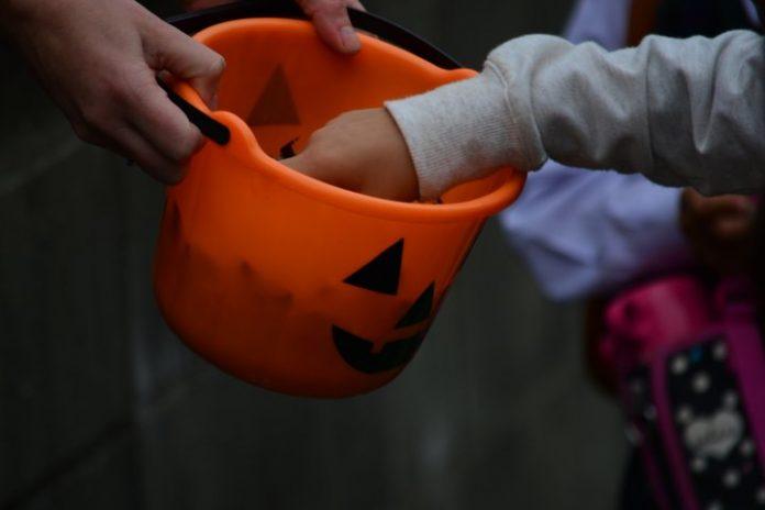 Pessoas sob investigação de crimes de violência sexual devem serguir regras específicas na noite de Halloween (foto: freepic)