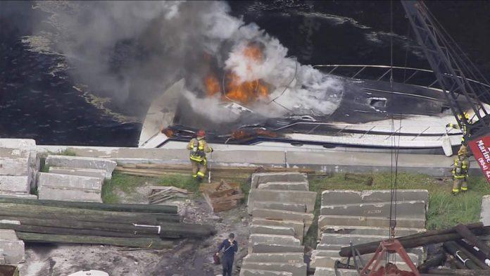 O barco tipo Wellcraft de 41 pés foi tomado pelas chamas (foto: reprodução Sky10)