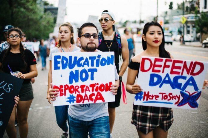 Durante o governo Trump jovens beneficiados pelo DACA temeram a deportação ou o encerramento do programa (Foto: Molly Adams/Flickr)