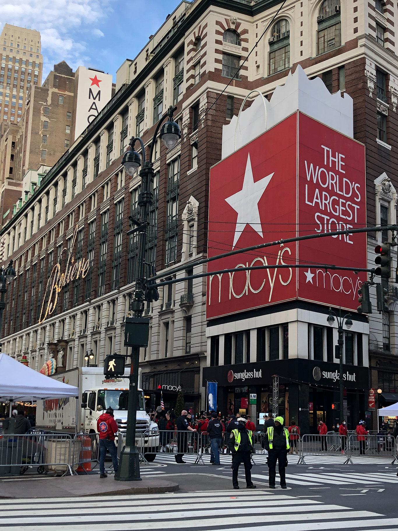 Fachada da Macy's em Herald Square, onde ocorre o desfile de Thanksgiving (Foto: Sandra Colicino)