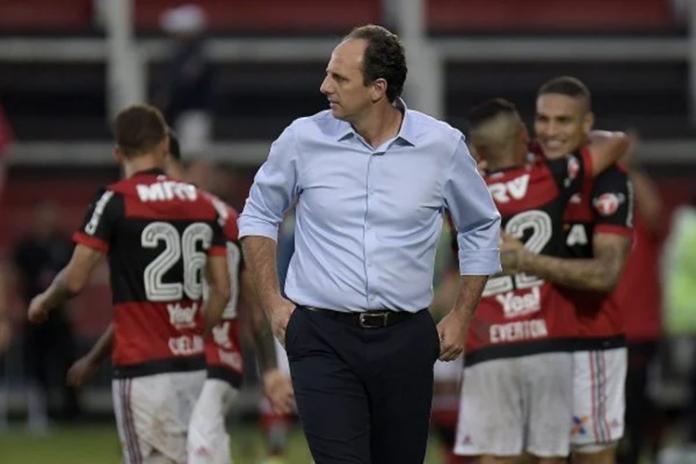 Rogério Ceni substitui Domenec Torrent no comando técnico do Flamengo e estreia com derrota