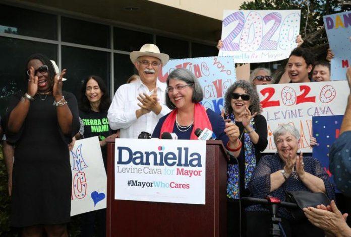 Danielle Levine Cava tem 65 anos e é natural de New York City (NY) (foto: campanha DLC)