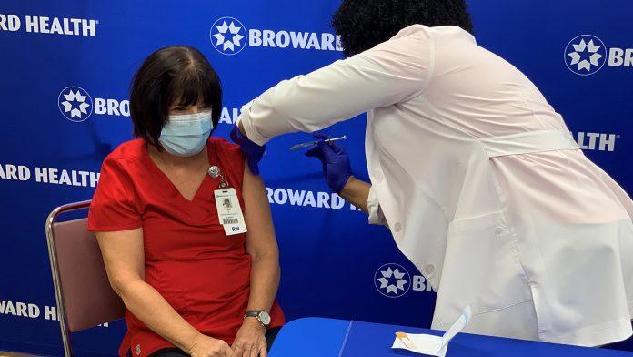 Os imunizantes que serão oferecidos são os da fabricante Moderna (foto: Broward Health)