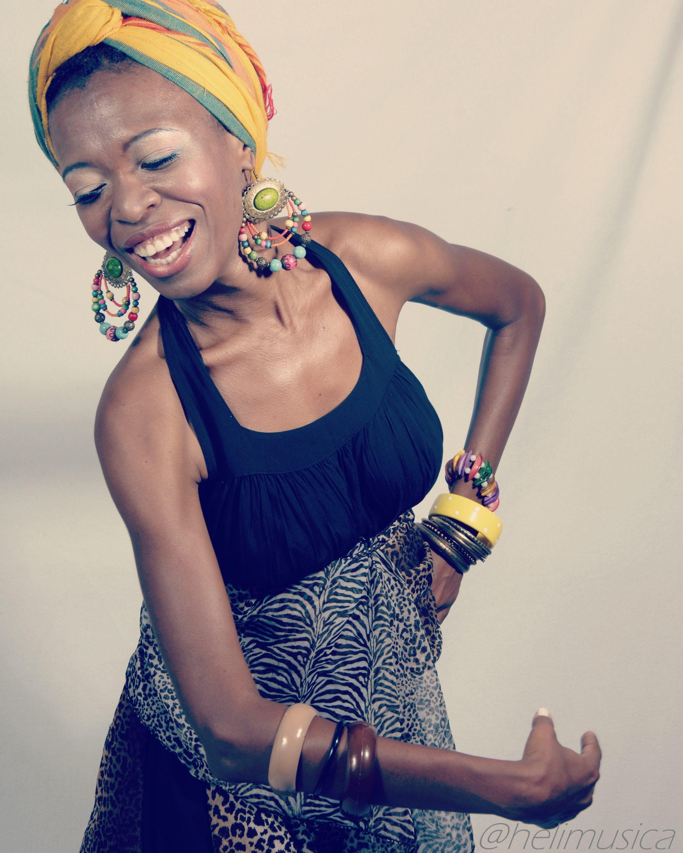 A cantora Héli se apresenta no sábado, dia 12 de dezembro (Foto: divulgação)