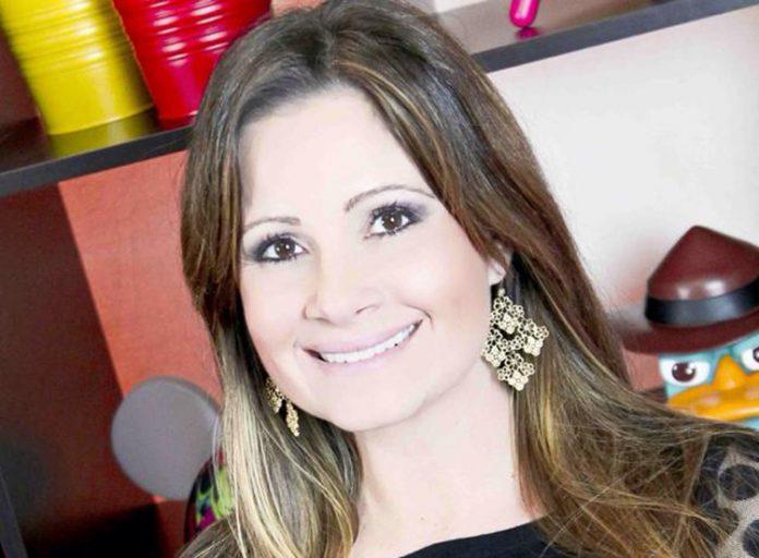 A brasileira, Juliana Leveroni, conta com mais de 20 anos de experiência no setor de turismo (Foto: Facebook)