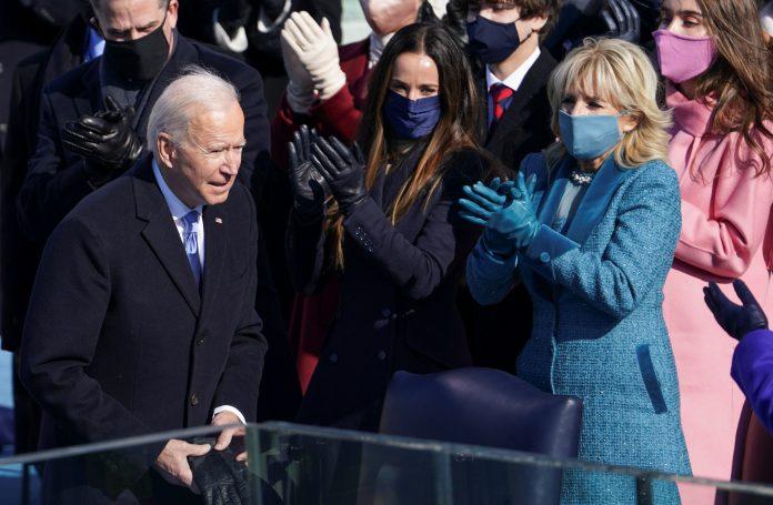 Lideranças usaram o Twiiter para enviar mensagens ao novo presidente dos EUA (foto: Reuters/ Kevin Lamarque)
