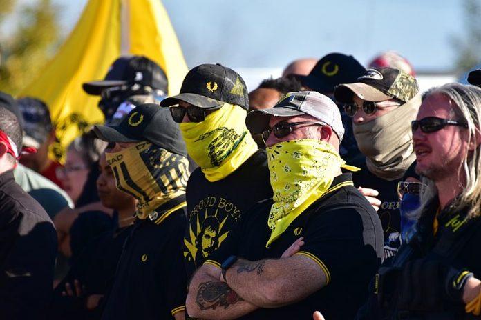 Grupo extremista Proud Boys (foto: wikimedia)