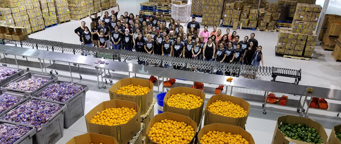 Feeding South Florida se prepara para continuar o fornecimento de cestas básicas (Foto: feedingsouthflorida.org)