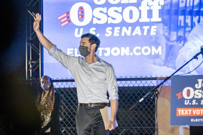 Jon Ossoff venceu o Republicano David Perdue e aos 33 anos se torna o senador mais jovem a ocupar uma cadeira no Senado (foto: wikimedia