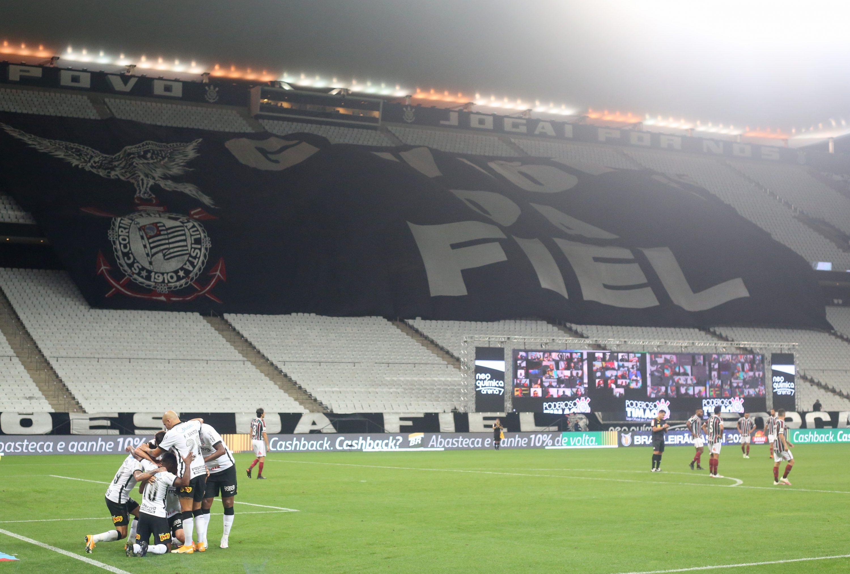 Jogadores do Corinthians comemoram um dos gols na goleada aplicada sobre o Fluminense na NeoQuimica Arena (Foto: Rodrigo Coca (Agência Corinthians))