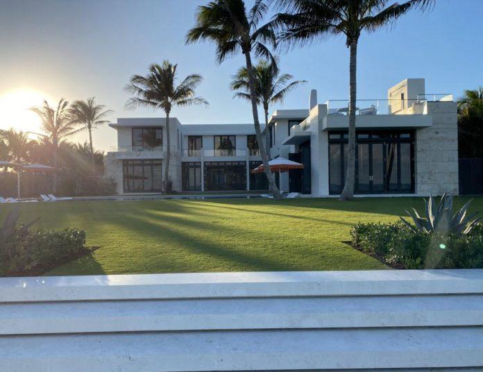 Casa de quase 2 mil metros quadrados estava no mercado com um preço inicial de $ 140 milhões (Foto: Forbes)