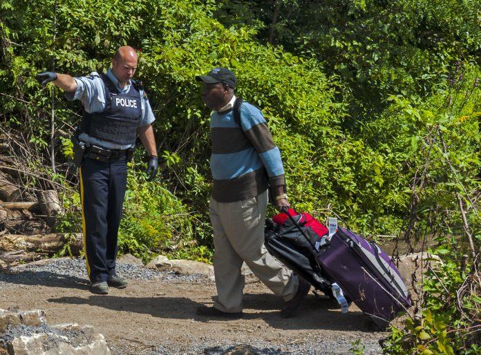 Autoridades estimam que cerca de 300 pessoas por dia serão liberadas para cruzar a fronteira (Foto: Wikimedia)