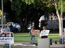 Manifestantes protestam contra os apoiadores de Trump (Foto: Thomas Way/unsplash.com)
