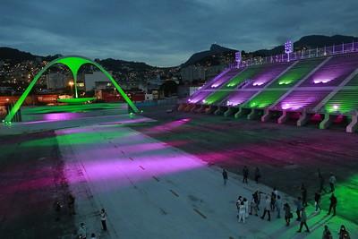 Iluminação a cada 10 segundos, lembra as cores de cada uma das principais escolas de samba do Rio (foto: MarceloPiu/PMRJ)