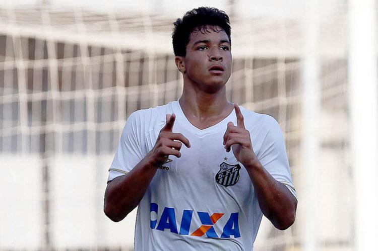 O jovem Marcos Leonardo foi o autor do gol da vitória do Santos sobre o Corinthians que praticamente coloca o Alvinegro praiano na Pré-Libertadores (Foto: database.com.br)
