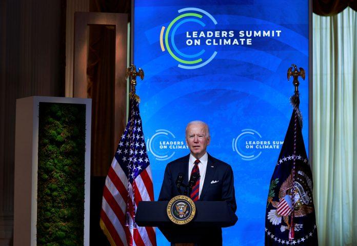 Presidente Joe Biden participa de uma Cúpula do Clima virtual com líderes mundiais (Foto: REUTERS/Tom Brenner)