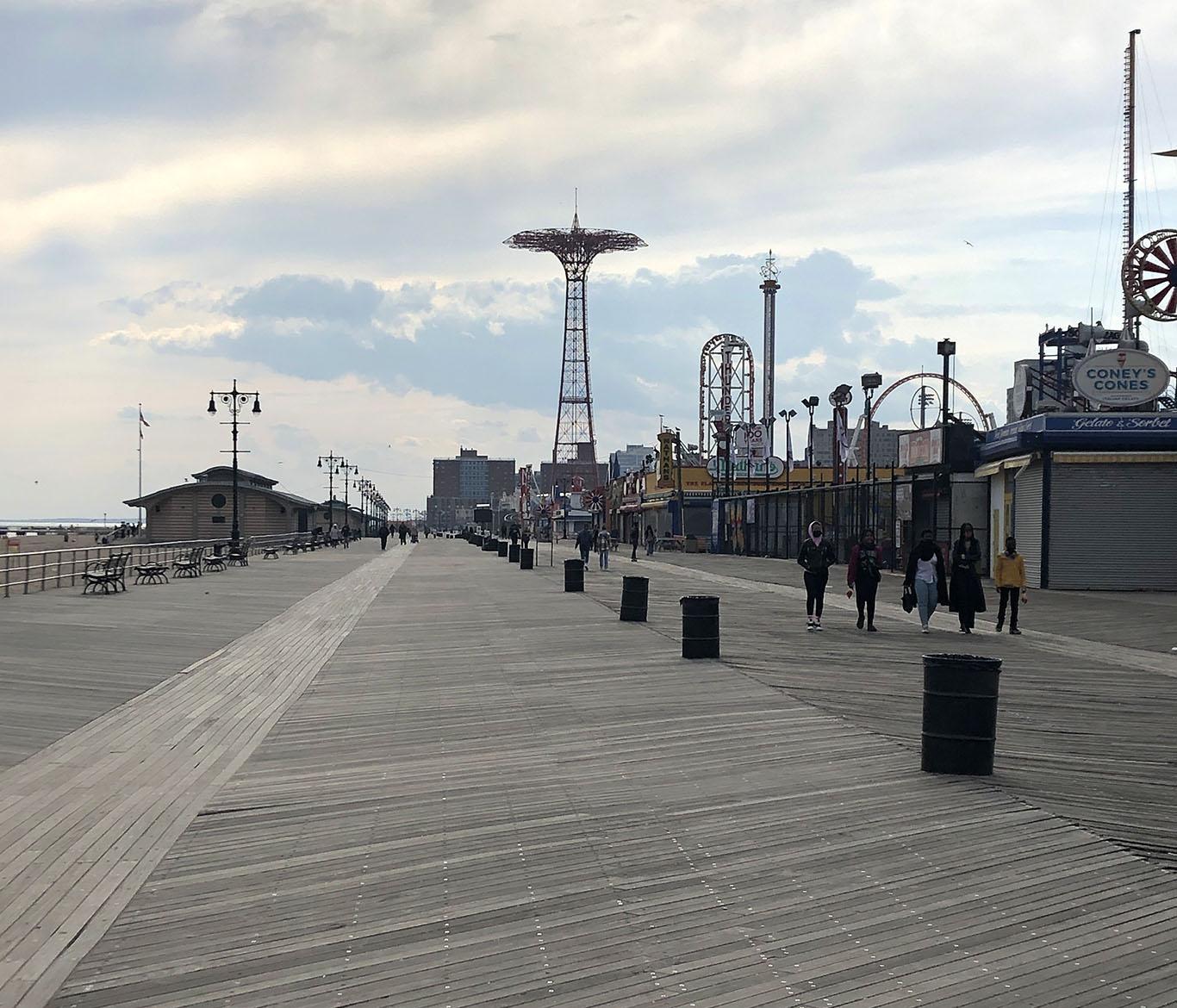 Calçadão da praia de Coney Island, onde ocorre o Desfile da Sereia (Mermaid Parade) (Foto: Sandra Colicino)