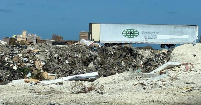 Caminhão do despachante aduaneiro Alpha Brokers Corp, com sede em Doral (foto:Twitter)