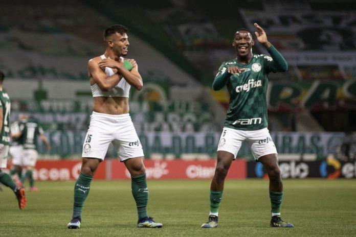 Gabriel Menino e Patrick de Paula comemoram a conquista da Copa do Brasil 2020 -na final contra o Grêmio (Foto: Thais Magalhães/CBF)