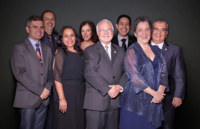 Douglas Heizer (último à direita) foi o fundador e primeiro presidente do Rotary Clube Boca Raton West (Foto: Rotary Clube Boca Raton West)