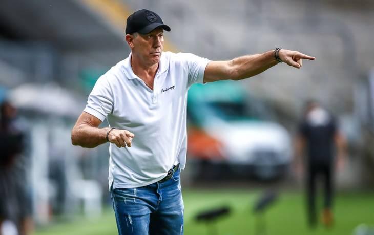 O técnico Renato Portaluppi sequer viajou com a delegação do Tricolor gaúcho após ter sido detectado com covid-19 (Foto: Sambafoot)