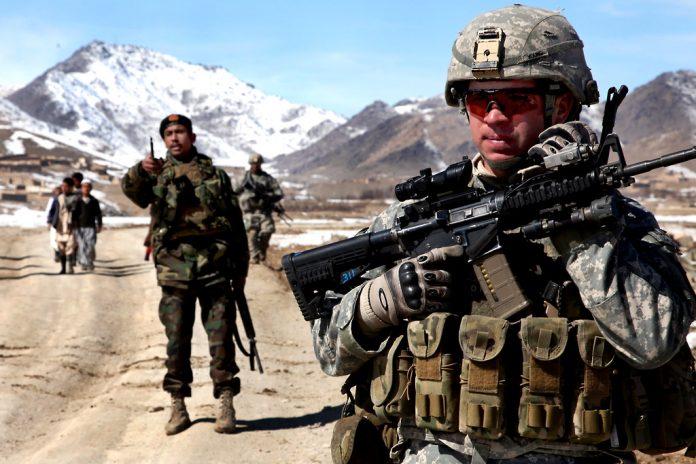 Tropas americanas patrulhando no Afeganistão (Foto: U.S. Army/Flickr)