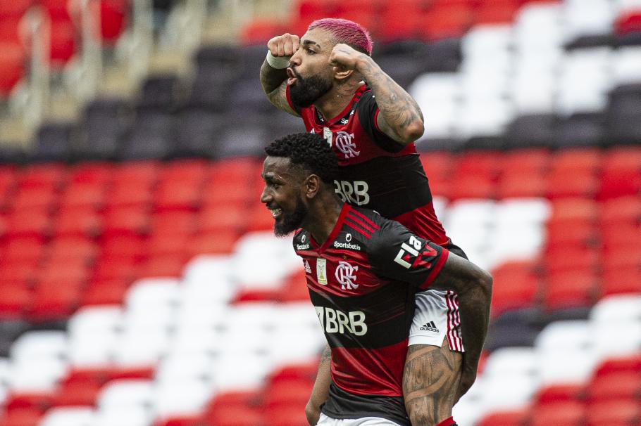 Gerson e Gabigol celebram um dos gols assinalado pelo atacante no Brasileirão (Foto: Alexandre Vidal/Flamengo)