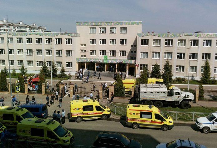 Nove pessoas foram mortas, entre elas sete crianças, e outras 16 pessoas ficaram feridas em um atentado a tiros em uma escola na cidade de Kazan, na Rússia (Foto: Reuters)
