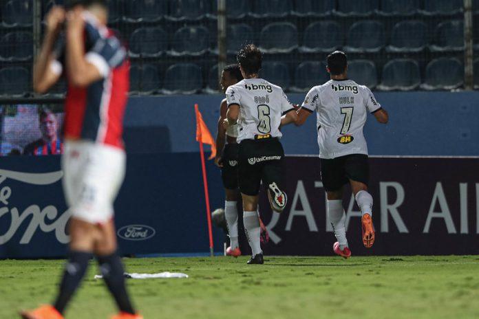 Jogadores atleticanos comemoram o gol da vitória, marcado por Keno no final da partida (Foto: Pedro Souza / Agência Galo / Clube Atlético Mineiro)