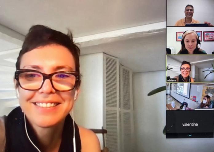 Adriana Calcanhotto conversou com os alunos e professores do Projeto (Foto: Reprodução)