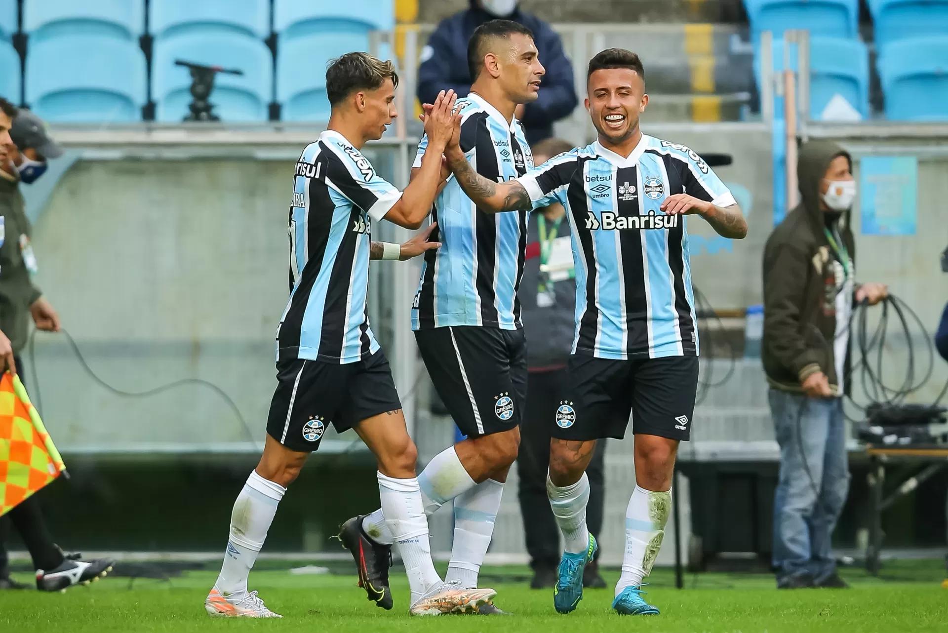 Jogadores do Grêmio comemoram o gol de Ferreira que garantiu o tetra (Foto: site oficial do Grêmio)