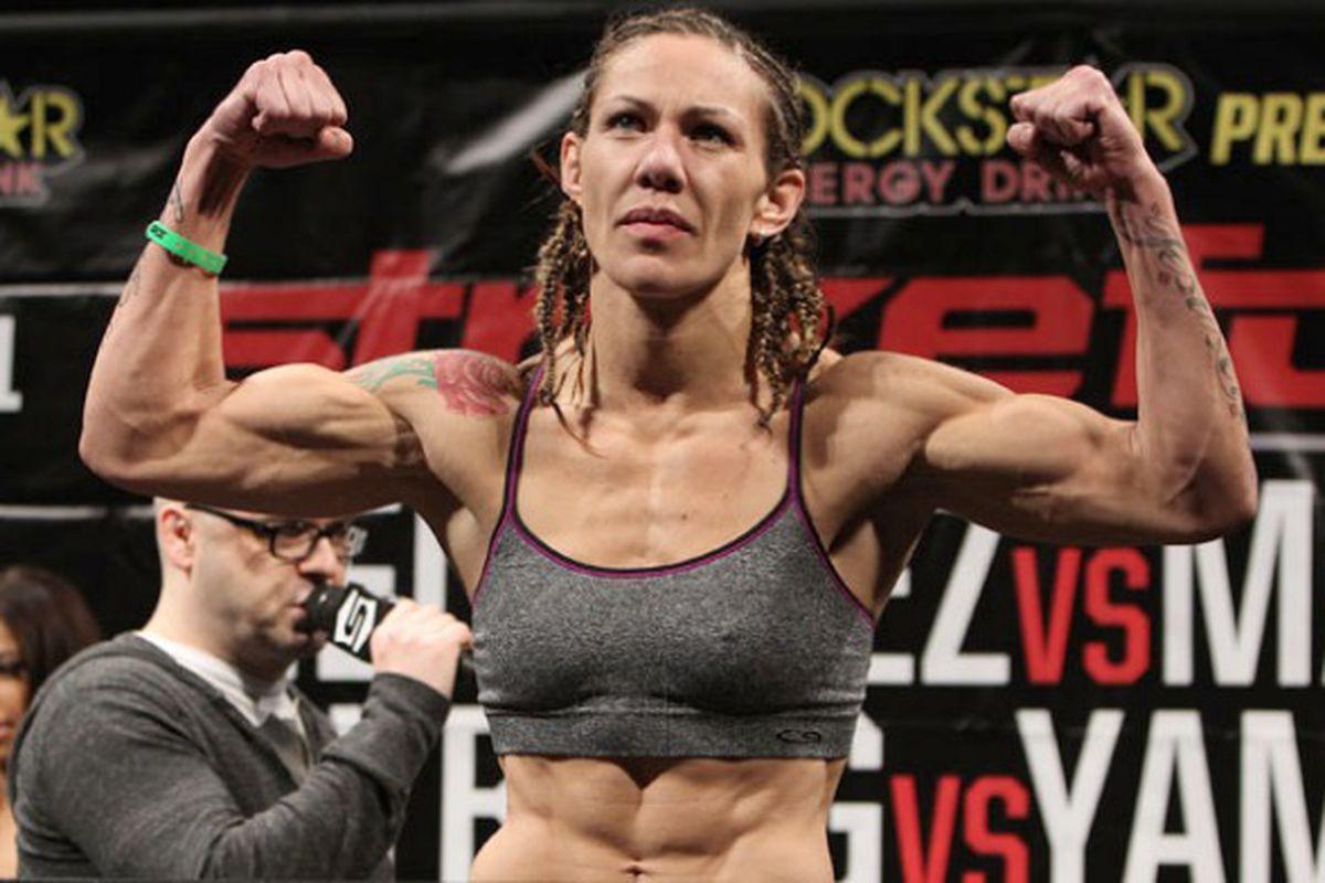 Cyborg é a primeira atleta a conquistar um título em quatro grandes organizações de MMA na história (Foto: Divulgação)
