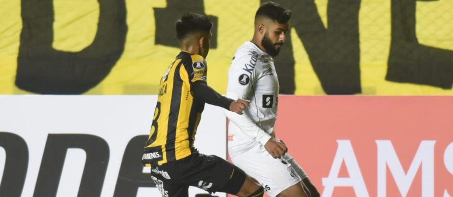 Felipe Jonatan marcou um golaço em La Paz, mas não conseguiu evitar a derrota do Santos para o The Strongest (Foto: Gabriel Santana/Santos FC)