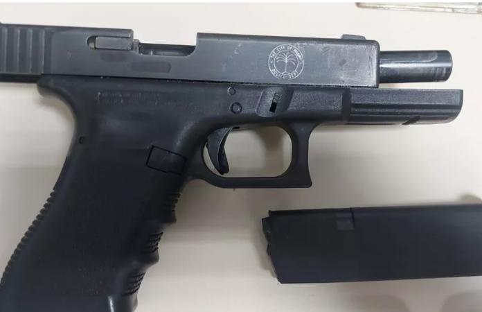 Arma foi apreendida na Baixada Fluminense ( Foto: Divulgação PCRJ)