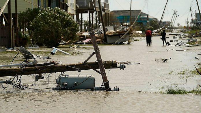 Rastro de destruição deixado pelo furacão Laura, de categoria 4, em Cameron, Louisiana (foto: AP Photo/Eric Gay)