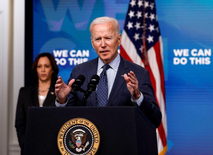 O presidente Joe Biden comenta a resposta de sua administração ao coronavírus (COVID-19) (Foto: REUTERS/Carlos Barria)
